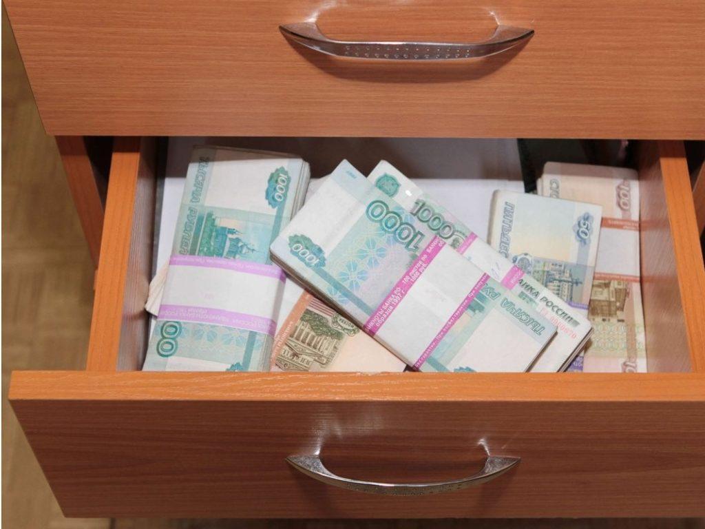 Брянские «жрицы любви» обнесли квартиру клиента на полмиллиона рублей
