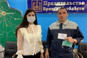 Брянский облизбирком зарегистрировал на выборы «яблочницу» и «пенсионера»