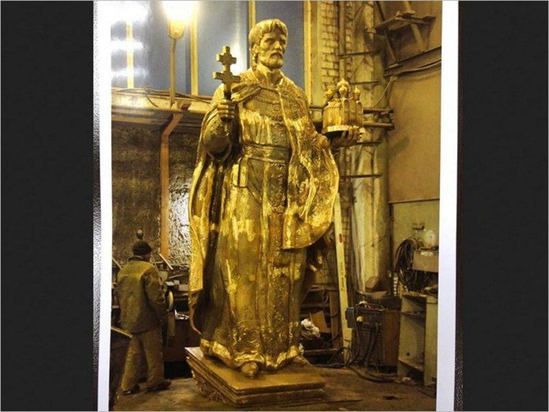 Памятник Олегу Брянскому в областном центре «завис» по политическим причинам