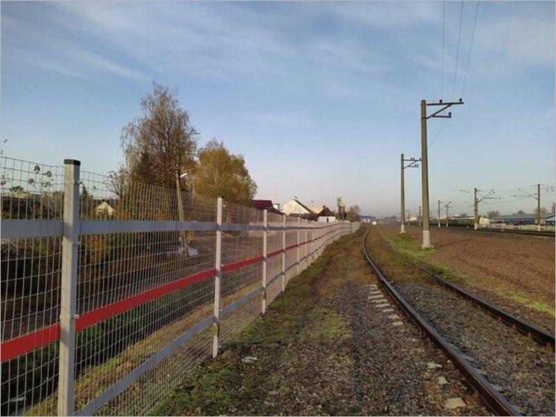 Пьяный бежичанин проломил забор у Орджоникидзеграда, пытаясь пройти домой коротким путём