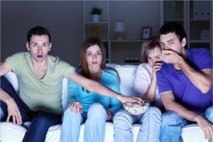 Триллеры и ужасы: что почитать и посмотреть вечером в пятницу, 13-го