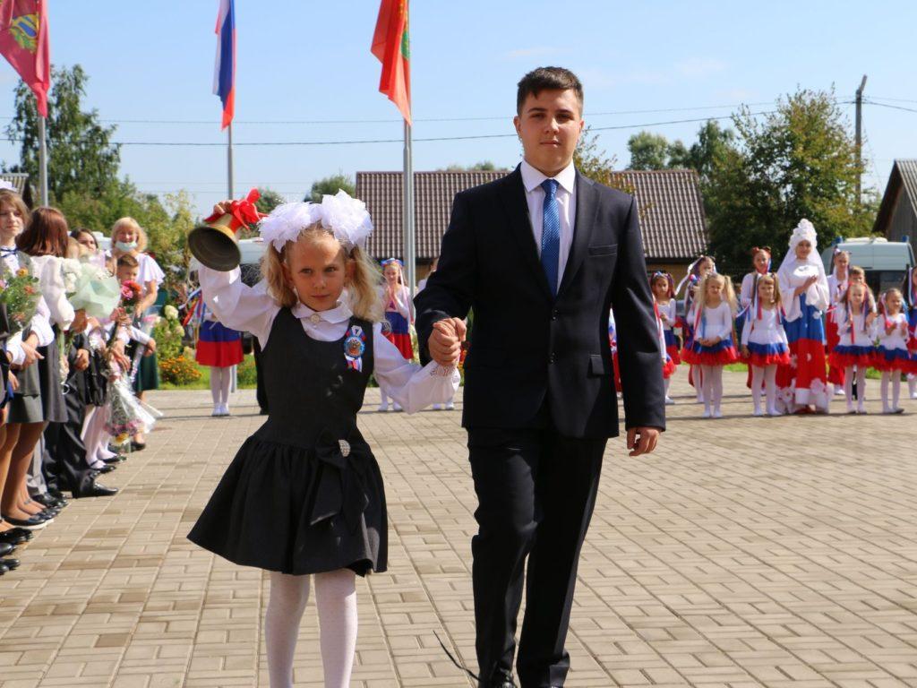 В Брянской области День знаний отметили более 12 тыс. первоклассников и 5,5 тыс. выпускников