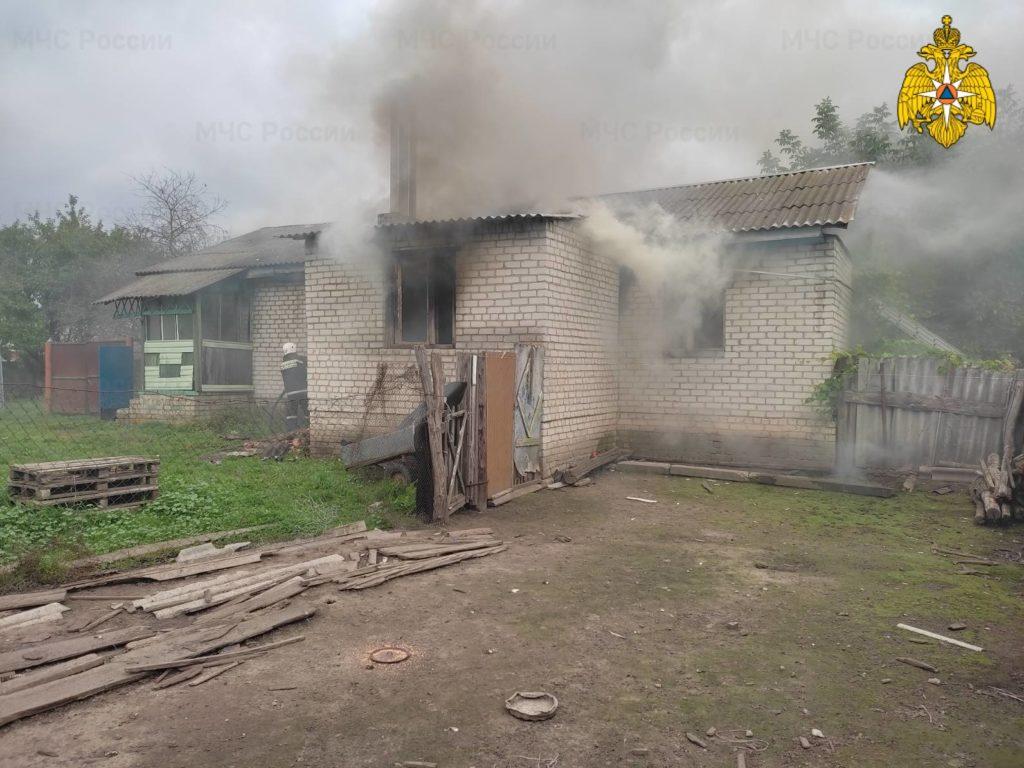 Пожарные больше трёх часов тушили жилой дом в Жирятино. Пострадавших нет