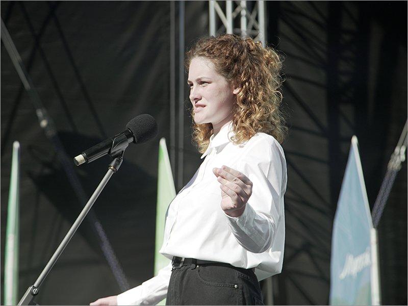 Школьница из Брянска претендует на звание лучшего чтеца в мире