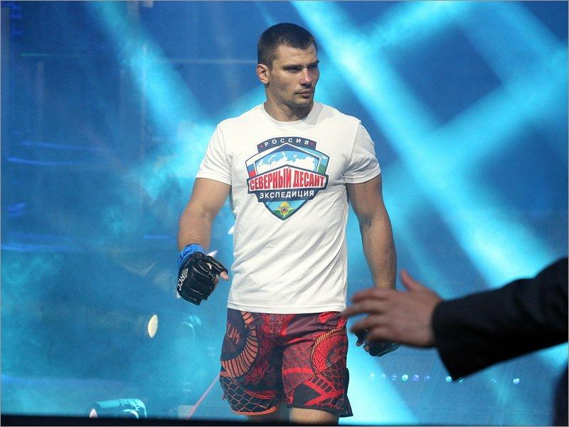 Брянский боец Артур Астахов сразится с «Уральским Халком»