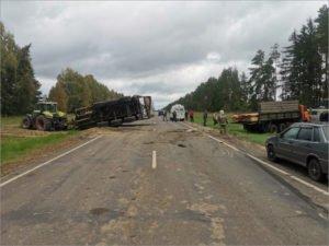 Водитель КамАЗа разбил себе голову в ДТП с трактором