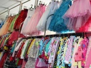 Из магазина в Жуковке изъяли «фирменные» платья по 460 рублей
