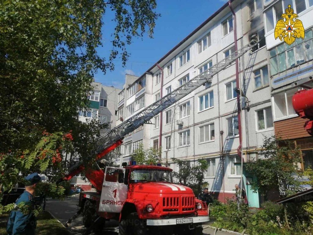 При пожаре в брянской многоэтажке спасли одного и эвакуировали троих человек