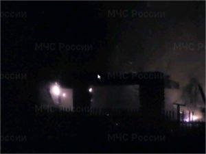 Навлинские пожарные тушили горящий дом в Алтухово около семи часов