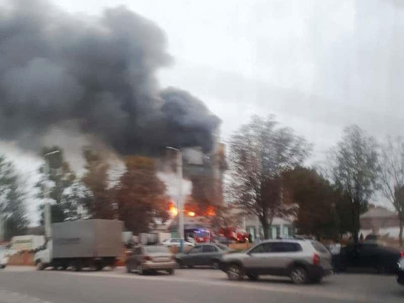 На окраине Брянска сгорел шиномонтаж