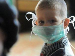 В Брянской области с COVID-19 госпитализировано более 50 детей, один — в реанимации