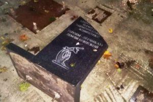 В Брянске неизвестные вандалы разбили памятный знак на мемориале «Героям-лётчикам земли Брянской»