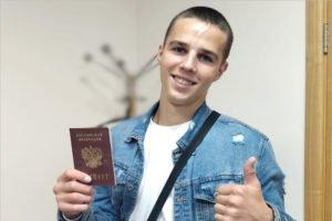 Молодой человек, выбросивший паспорт, получил его обратно у брянских мусорщиков