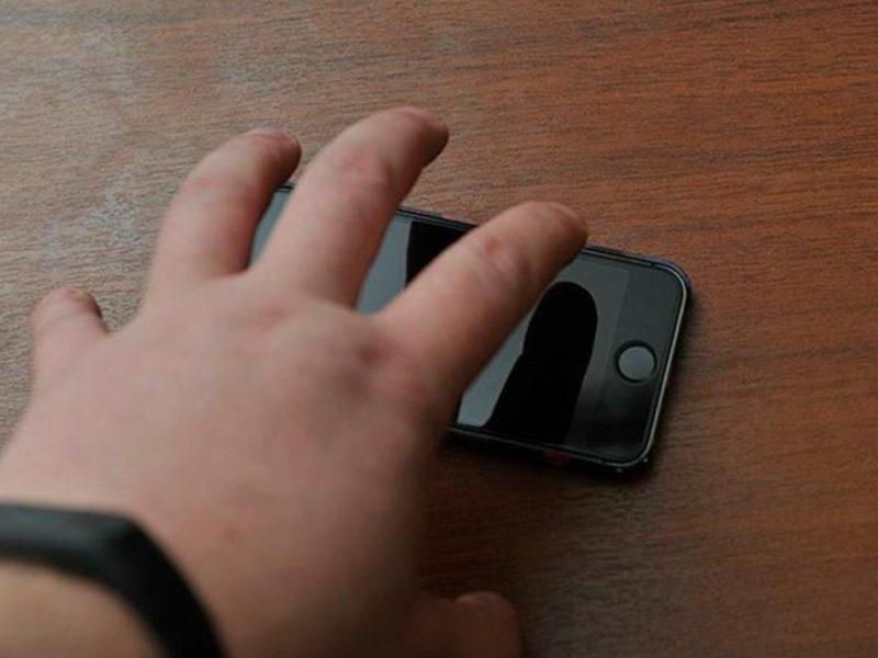 Брянские полицейские отследили с помощью видеонаблюдения путь забытого мобильника