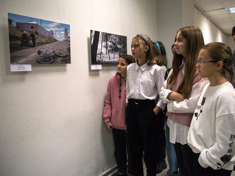«Репортажи Добро–Ты» выставлены в галерее Брянской художественной школы
