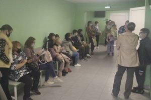 Многочасовые очереди в детской поликлинике Брянска: приёма нет – все ушли в декрет