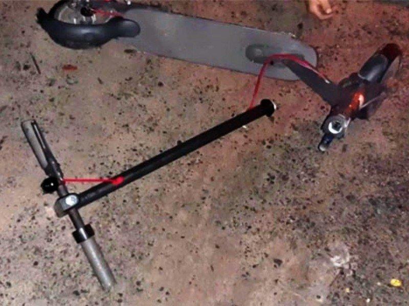 В Брянске легковушка сбила подростков на электросамокате