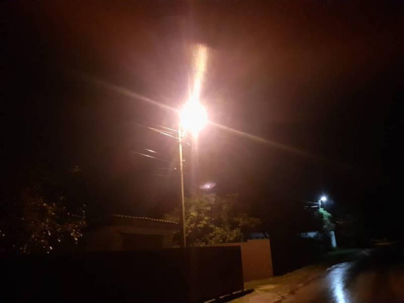 Власти в Выгоничах вкрутили лампочки на улице