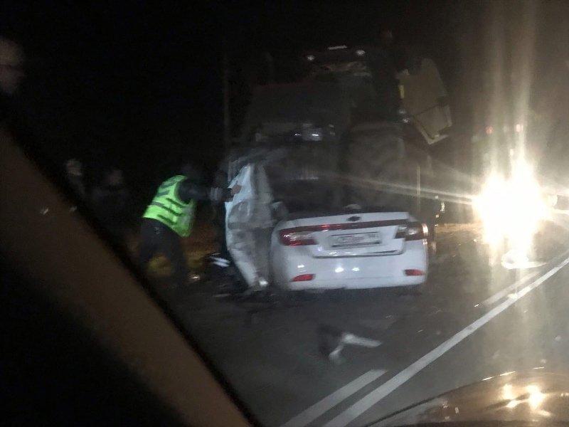 Под Трубчевском трактор раздавил легковую машину, есть жертвы