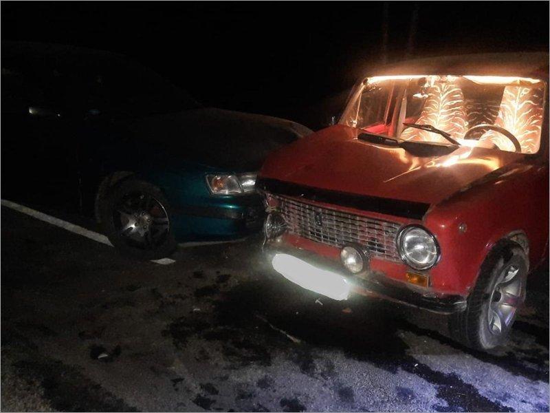 На местной брянской дороге не разъехались «копейка» и Carina