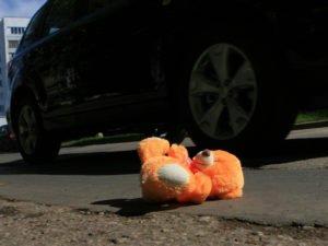 Под Брянском в «Мегаполис-парке» иномарка сбила выбежавшую под колеса 4-летнюю девочку
