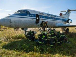 В аэропорту «Брянск» пожарные условно потушили горящий самолёт