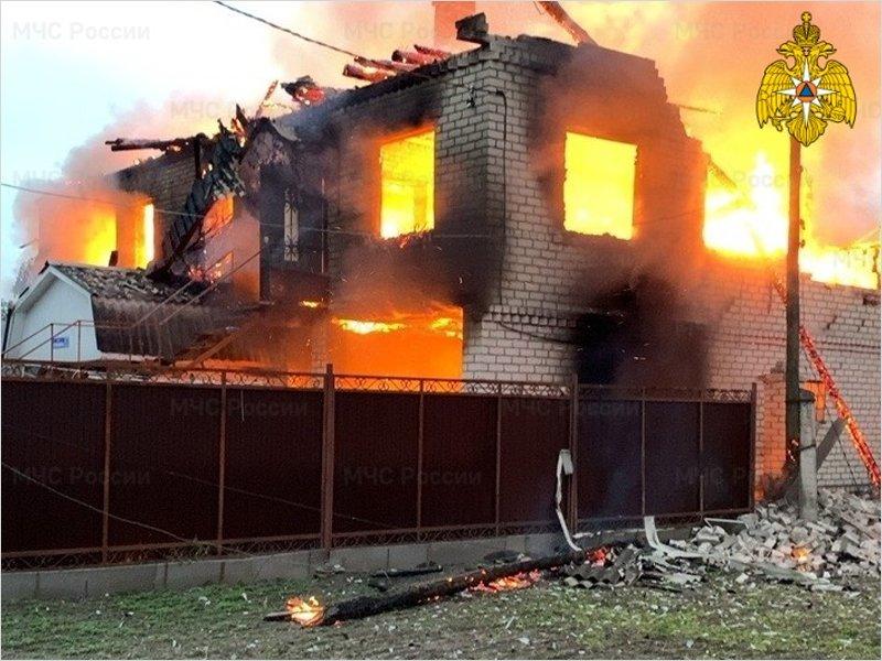 В Сельцо полностью сгорел двухэтажный дом с гаражом
