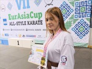 Брянская юная спортсменка стала победительницей турнира по каратэ в фулл-контакт