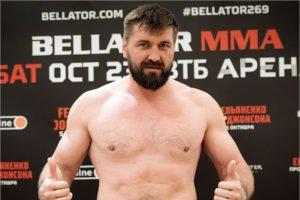 Виталий Минаков сенсационно проиграл на турнире Bellator 269 в Москве из-за вывиха пальца
