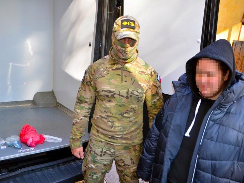 Брянские чекисты задержали наркодилершу с поличным в особо крупном размере