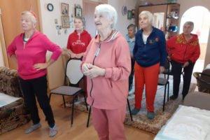 Брянский штаб ОНФ отчитался, что вывел на утреннюю зарядку тридцать бабушек