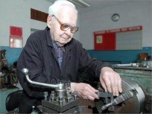 Брянские пенсионеры рассчитывают на работу с зарплатой в 32 тысячи рублей